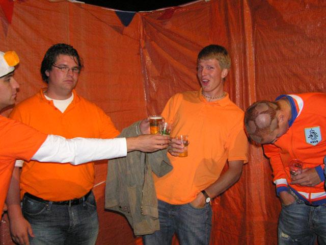 Oranjegekte in Biddinghuizen is begonnen